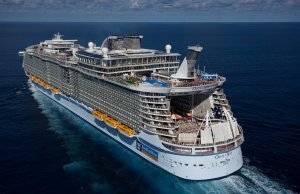 Oasis_of_the_Seas_Royal_Caribbean_Largest_Best_Cruise_Ships2